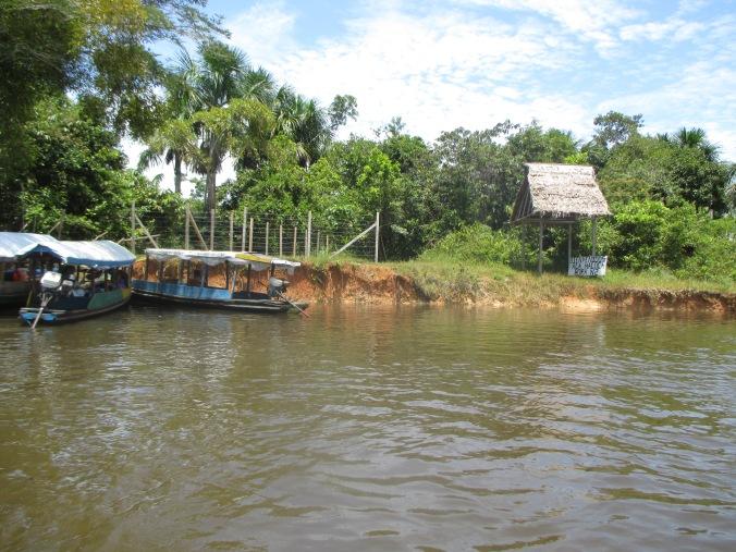 Río Momón donde se filmo Pantaleón y las Visitadores, Anaconda y Depredador.